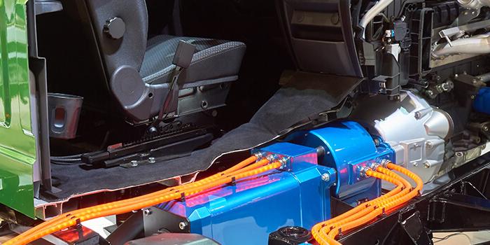 Intervention et démantèlement sécuritaire des véhicules hybrides et électriques